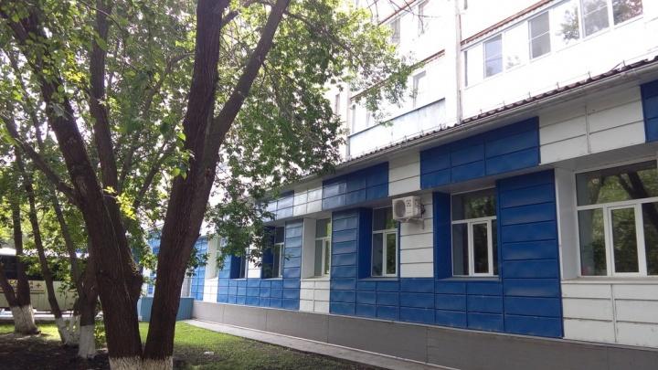 Тюменец, вооружившись шокером, жестоко избил двух женщин в поликлинике. Также пострадал ребенок