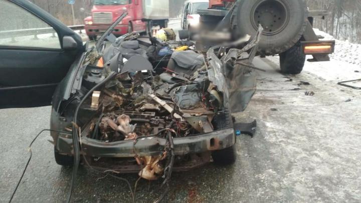 Грузовик КАМАЗ влетел в Renault Logan, водитель и пассажир легковушки погибли