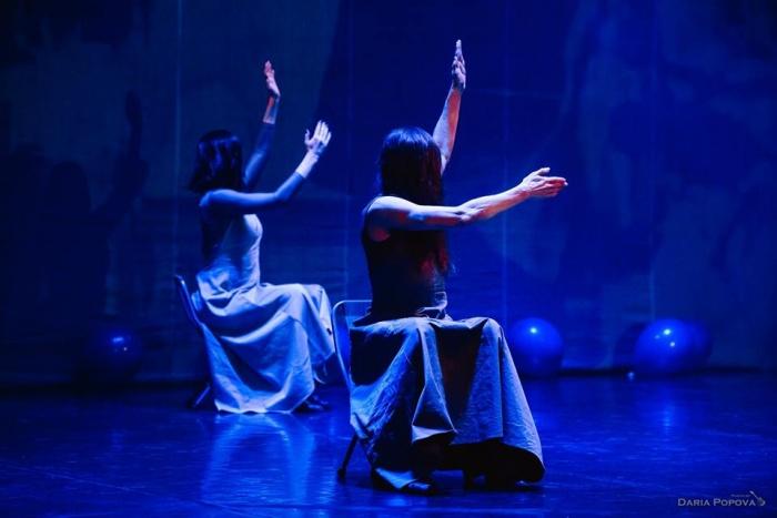 Артисты «Провинциальных танцев» покажут спектакль о власти иллюзии над человеческим разумом