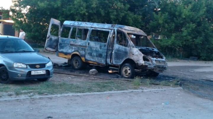 «Остался только каркас»: в Тольятти сгорела маршрутка