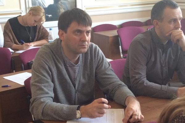Ранее Олег Смирнов (в центре) был проректором СибГАУ по административно-хозяйственной деятельности