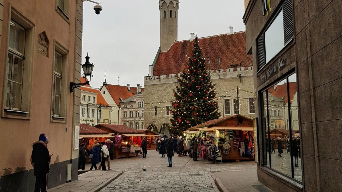 Европейские города славятся своими новогодними ярмарками, чего тут только нет