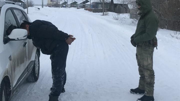 В Зауралье задержали организатора незаконного въезда мигрантов из Казахстана
