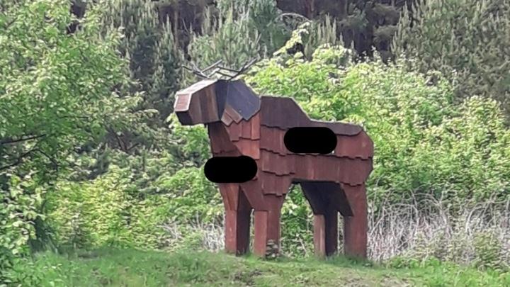 Вандалы исписали ругательствами фигуры в Затюменском парке