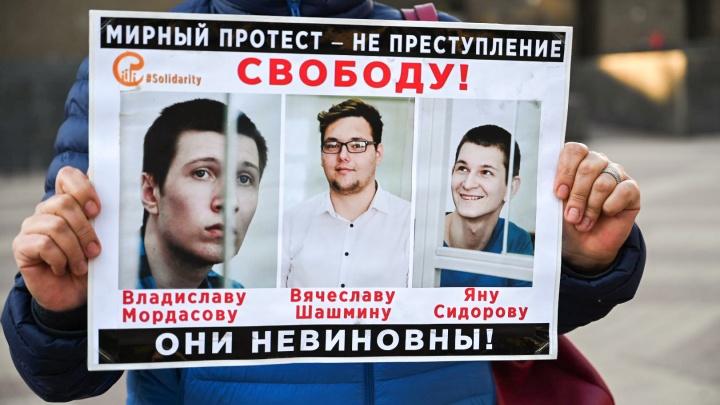 «Он взрослый — не скулит и не рыдает»: мама Яна Сидорова — о приговоре «ростовским мальчишкам»