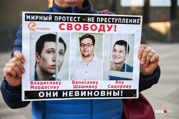 Пикеты в поддержку Сидорова и Мордасова вторую неделю проходят на центральных улицах Ростова