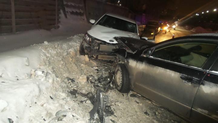 На Эльмаше водитель Volkswagen устроил лобовое ДТП, в котором пострадала маленькая девочка, и сбежал