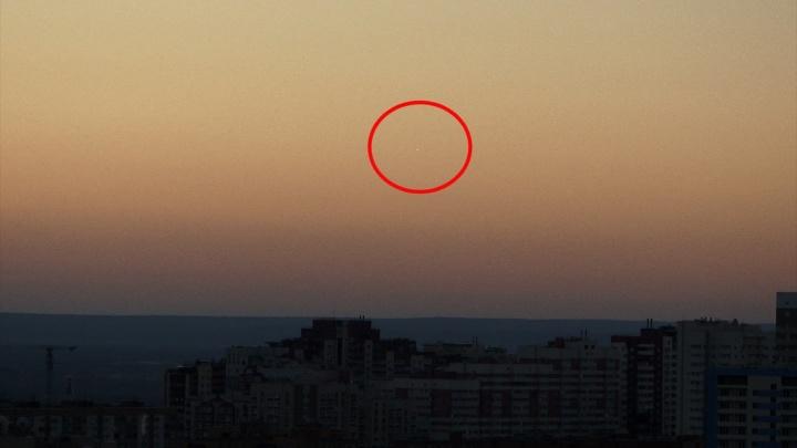 «К нам прилетели инопланетяне?»: жители Самары увидели неопознанный летающий объект в небе