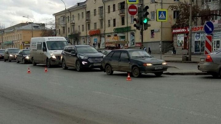 В Екатеринбурге гаишники объявили охоту на водителя Nissan, сбившего подростка на Щербакова