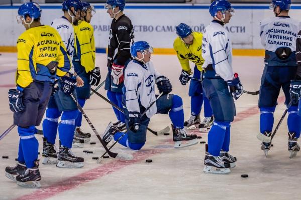 Хоккеисты «Лады» начали ледовые тренировки