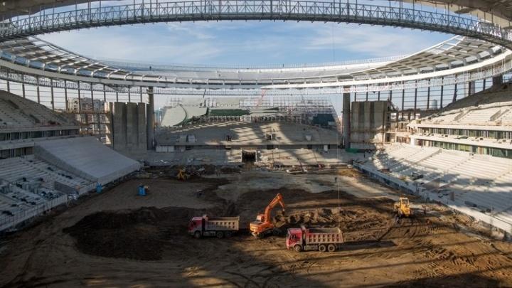 На Центральном стадионе начали готовить футбольное поле к ЧМ-2018