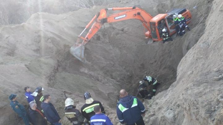 Трагедия на «острове Людникова»: рабочих заживо похоронило под грудой земли в Волгограде