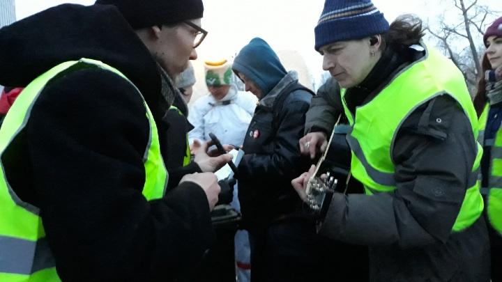 В Архангельске продолжают задерживать людей на площади Ленина: взяли еще троих