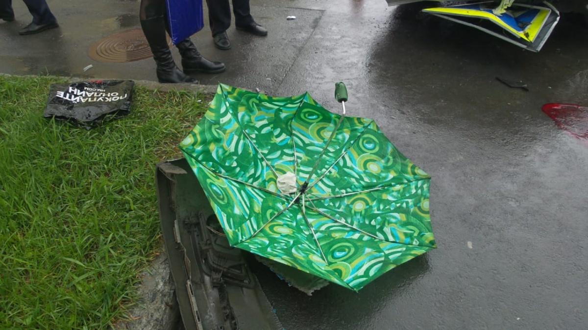 Зонт пешехода, пострадавшего в ДТП