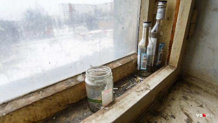 Волгоградский пенсионер организовал у себя дома наркопритон