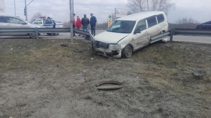 «Тойоту» выбросило с Советского шоссе после столкновения со встречной машиной