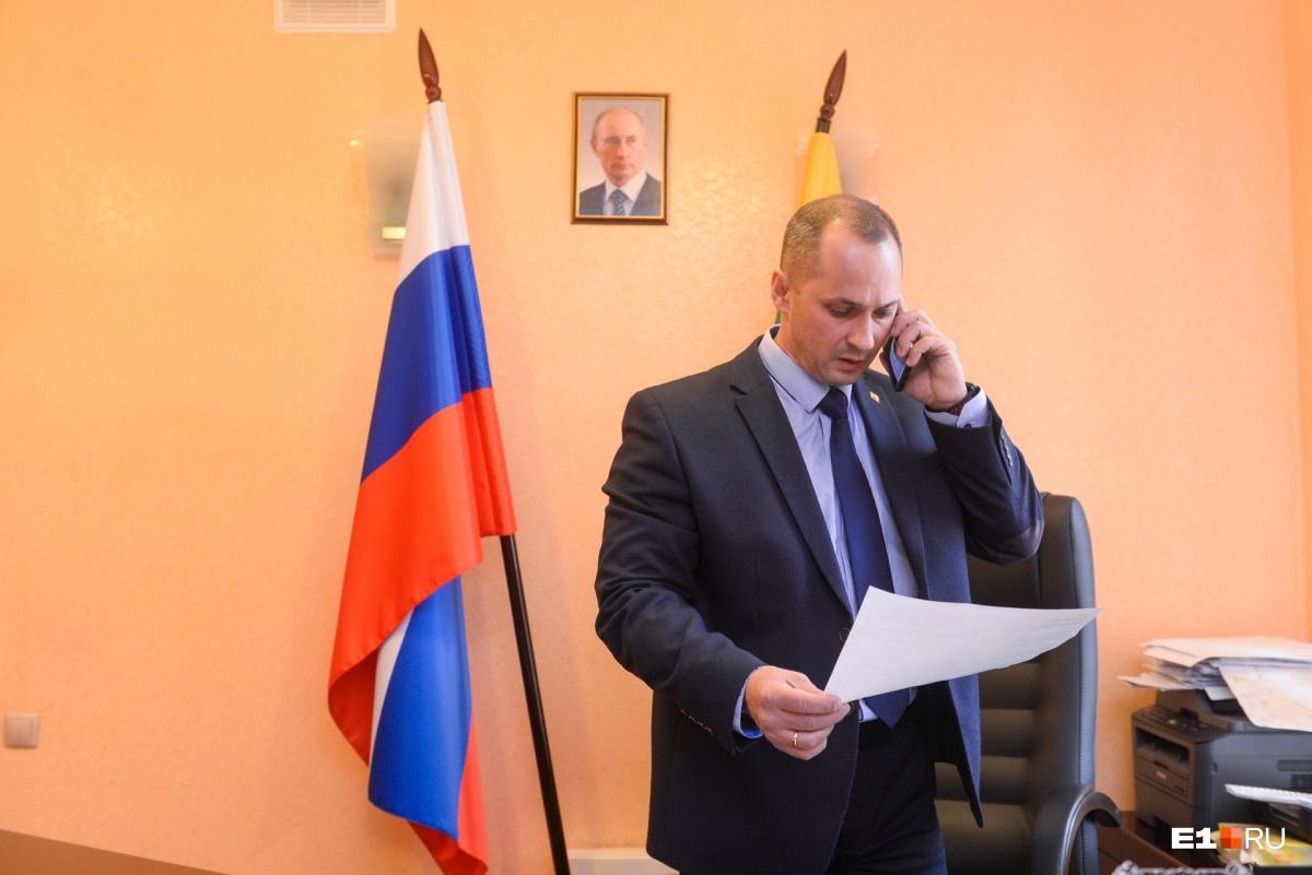Роман Кравченко отметил, что в стране существует президентский тренд на назначение силовиков в органы власти