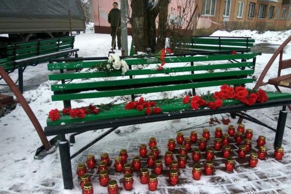 Так свечами чтят память погибших в Кемерово