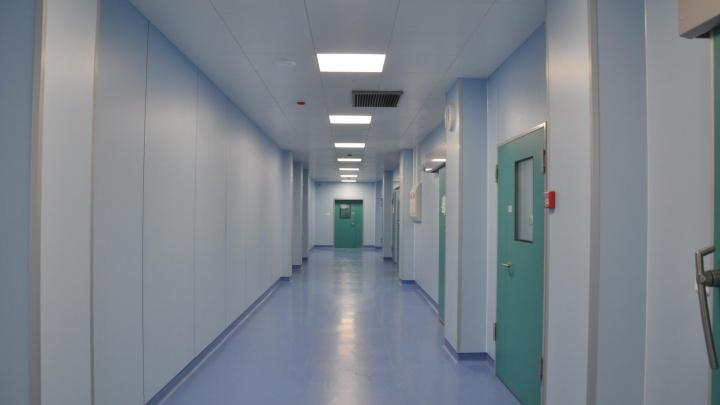 Вымогавшего деньги за лекарства врача-онколога оставили на свободе