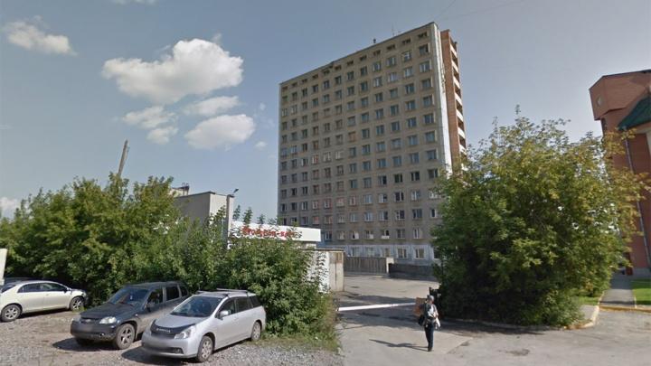 «Если мы зайдём, они выйдут»: факультет вуза останется без здания из-за стройки рядом с новым ЛДС