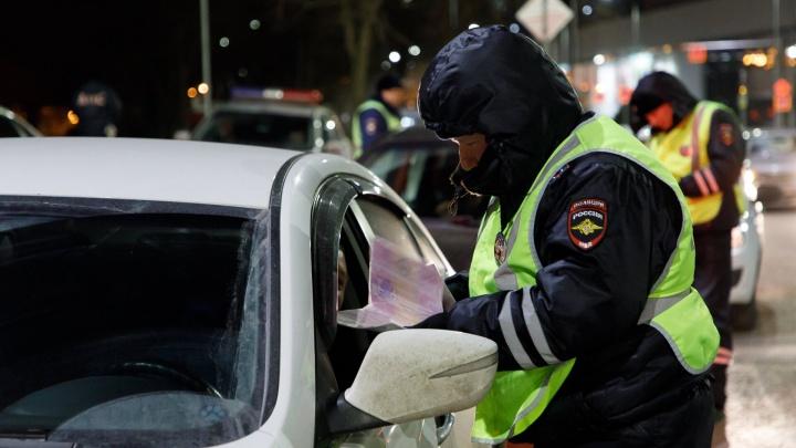 Разыскивает полиция: в Волгограде водитель «Лады-Калины» сбил на светофоре египтянку и скрылся