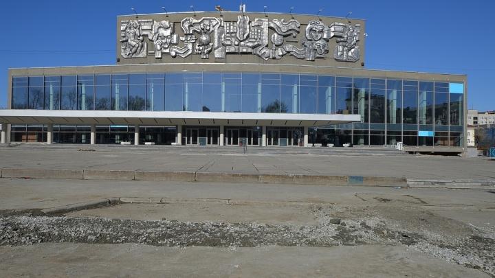 В Екатеринбурге впервые покрасят здание Дворца молодёжи