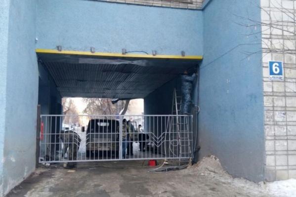 Вечером жители улицы Чаплыгина натолкнулись на закрытые ворота, когда хотели проехать домой