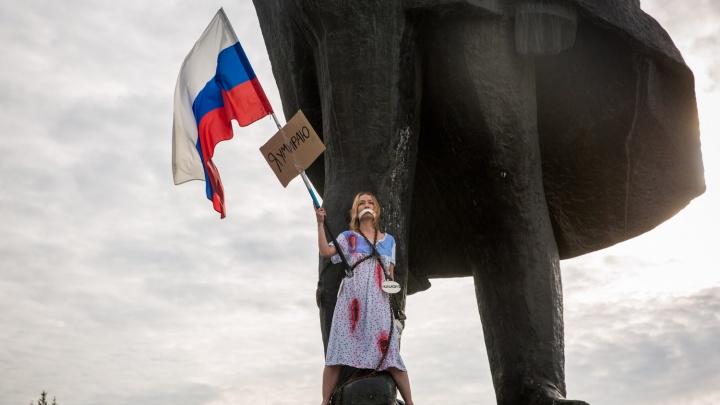 «Я хотела, чтобы люди задумались»: сибирячка рассказала, зачем приковала себя к ноге Ленина