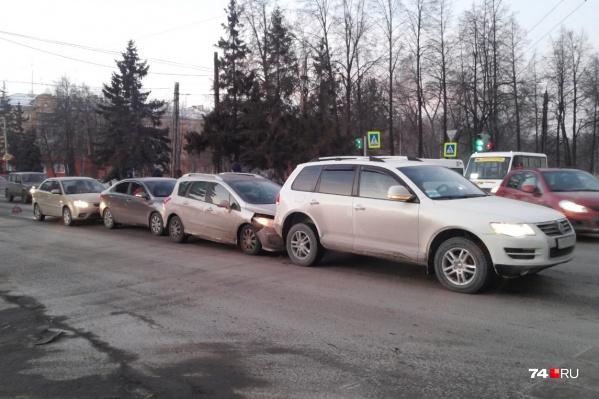 В столкновении участвовало сразу четыре автомобиля