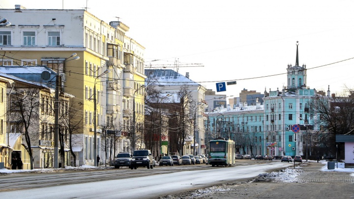 История одной улицы: гуляем по застрявшей в прошлом улице Октябрьской революции