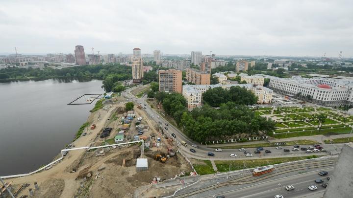 Рядом с Макаровским мостом собираются застроить участок. Екатеринбуржцев позвали обсудить этот проект