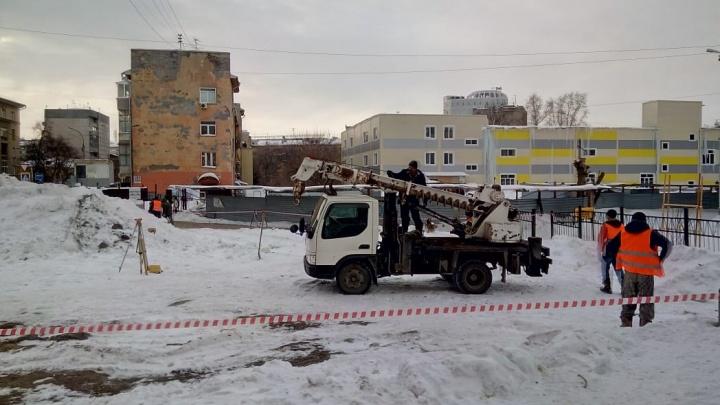 Новосибирский лицей подал в суд на застройщика скандального сквера