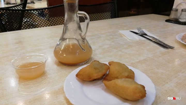 В Перми из-за нарушений на три месяца закрыли пирожковую «Уральские посикунчики»