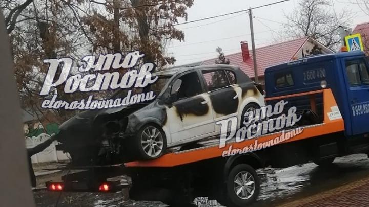 В Ростовской области мужчина угнал машину, врезался на ней в школу и сбежал