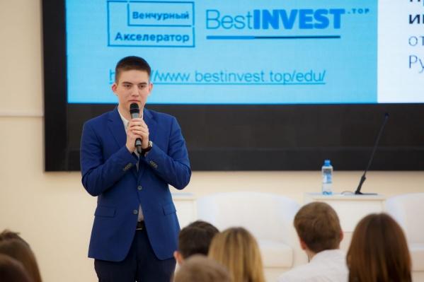 Данил Шушарин в 16 лет открыл свою компанию, а в прошлом году продал ее «Этажам»