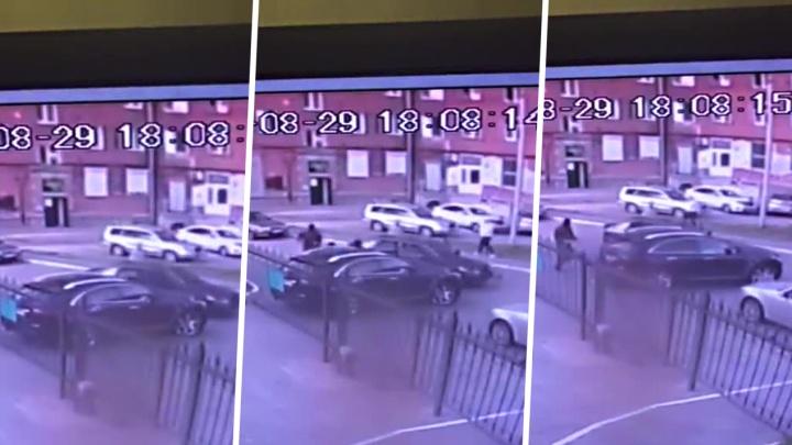 Грабёж или маски-шоу? Группа захвата напала на прохожего около площади Станиславского