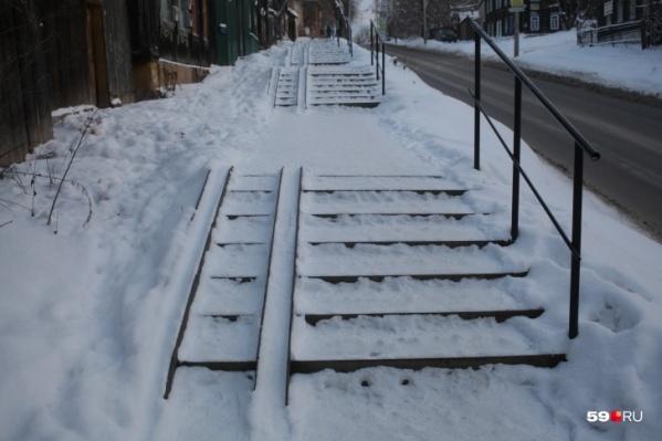Как выяснилось, подрядчик плохо чистил лестницы в Мотовилихинском районе Перми