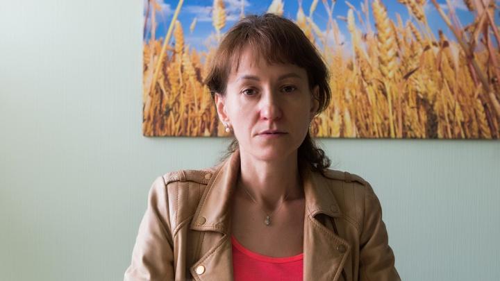 «Я готова бежать в другой город»: стоматолог потеряла работу из-за мужа — он обвинил её во взятках