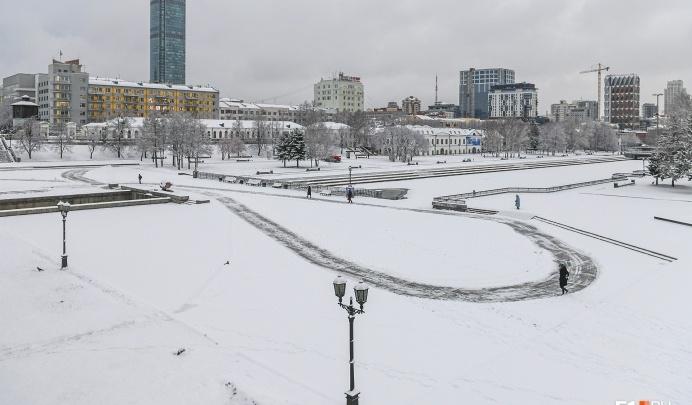 Екатеринбург превратился в каток: синоптики пообещали резкое похолодание и сильный гололед