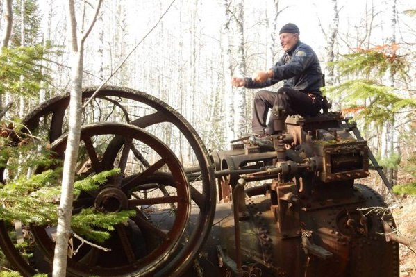 Красноярский путешественник на обнаруженной паровой машине