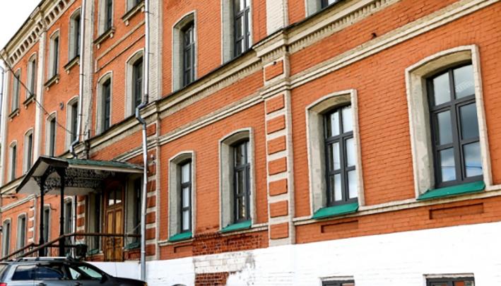 Элитный клуб не открылся: в Нижнем Новгороде продают «ночлежку Бугрова»