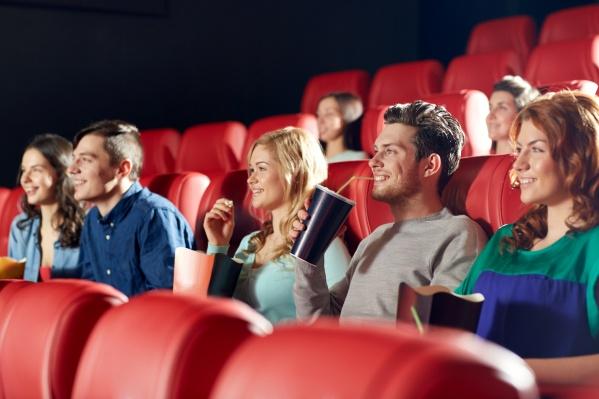 Провести вечер в кинотеатре вместе с одногруппниками — прекрасная затея для праздничной пятницы