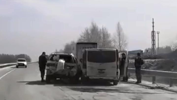 Потерялись в пыли: на дороге под Новосибирском столкнулись около десятка машин