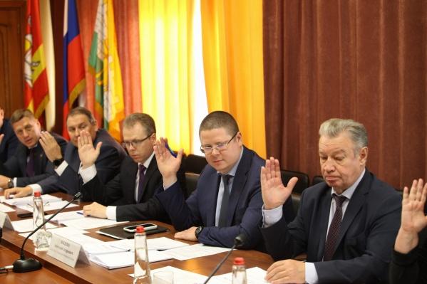 Конкурсную комиссию возглавил вице-губернатор Анатолий Векшин (в центре). В неё также вошли представители гордумы и ЗСО