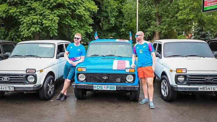 Пять тысяч километров на «Ниве»: в Ростов прибыли исландские болельщики