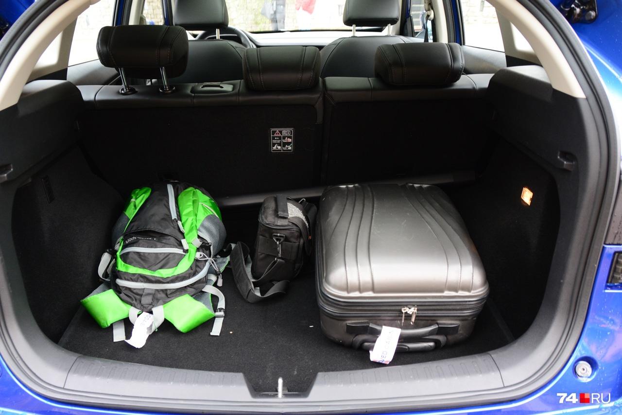Haval заявляет объём багажника более 700 литров: оценить на глазок сложно, но багажник как минимум не меньше, чем у основных конкурентов