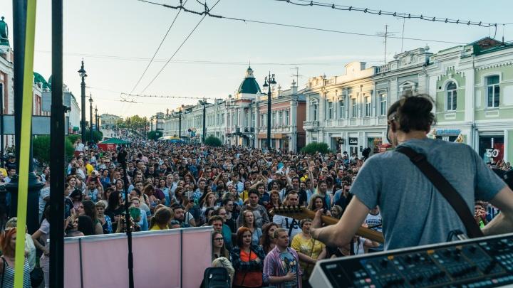 Рок-н-ролл, караоке и жара на Любинском проспекте: фоторепортаж с «Ночи музыки»