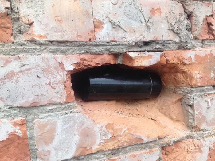 Капсулу с письмом 50-летней давности нашли вчера в стене школы  № 111