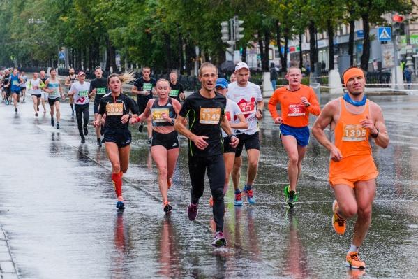 В прошлом году часть марафона прошла под дождем
