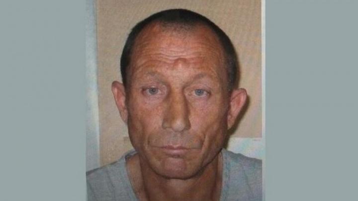 Новосибирцев попросили помочь в поиске подозреваемого в нападении с ножом